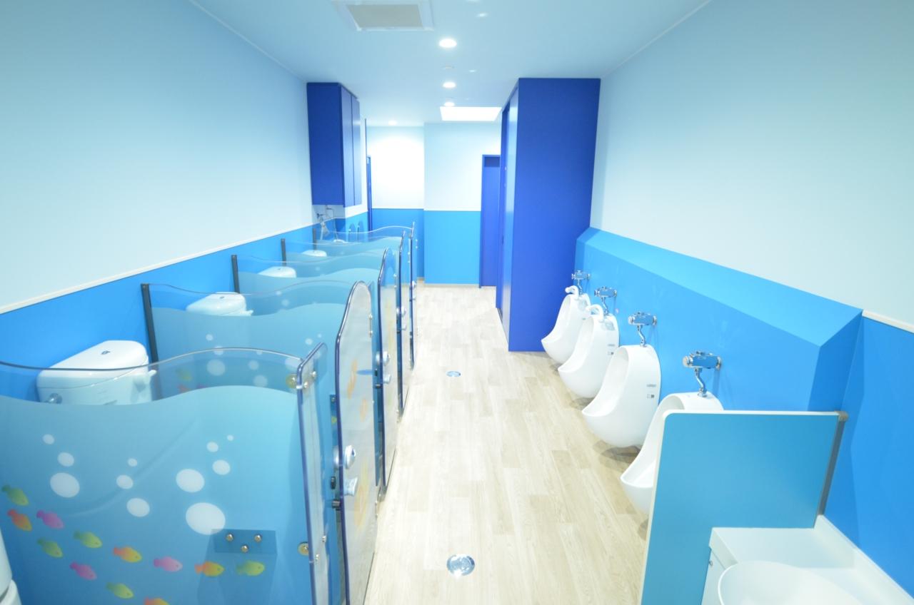 保育園内のトイレ☆使用者に合わせたデザインです♪